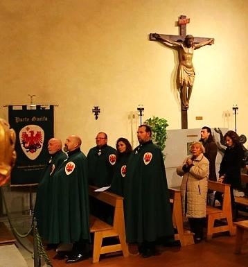 Parte Guelfa messa di san carlo Borromeo 2016 con rito ambrosiano confratelli consorelle gonfalone 1