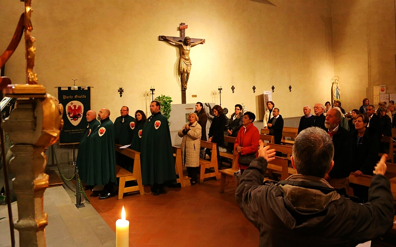 Parte Guelfa messa di san carlo Borromeo 2016 con rito ambrosiano confratelli consorelle gonfalone 2