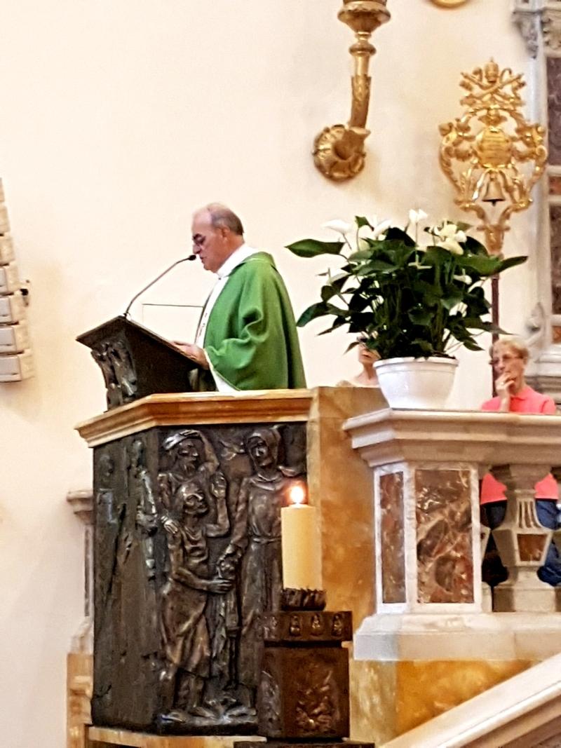 Parte Guelfa Assisi Pellegrinaggio 2017 Basilica Santa Maria degli Angeli Mons. Vasco Giuliani legge il Vangelo