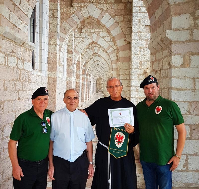 Parte Guelfa Assisi Pellegrinaggio 2017 Sacro Convento Alberto Bellini Mons. Vasco Giuliani Fra Domenico Paoletti Dimitri Caciolli xs