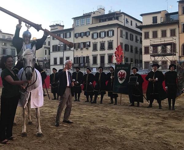 Parte Guelfa Giostra del Giglio 2018 magnifico messere Franco Lucchesi consegna Lancia Guelfa a Gandilfo Ventimiglia Capitano Santo Spirito
