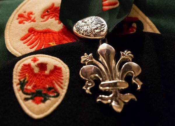 Parte Guelfa investiture insegne decorazione mantello basco 600