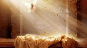 Sfolgora il sole di Pasqua, risuona il cielo di canti, esulta di gioia la terra. Cristo è Risorto Alleluia!